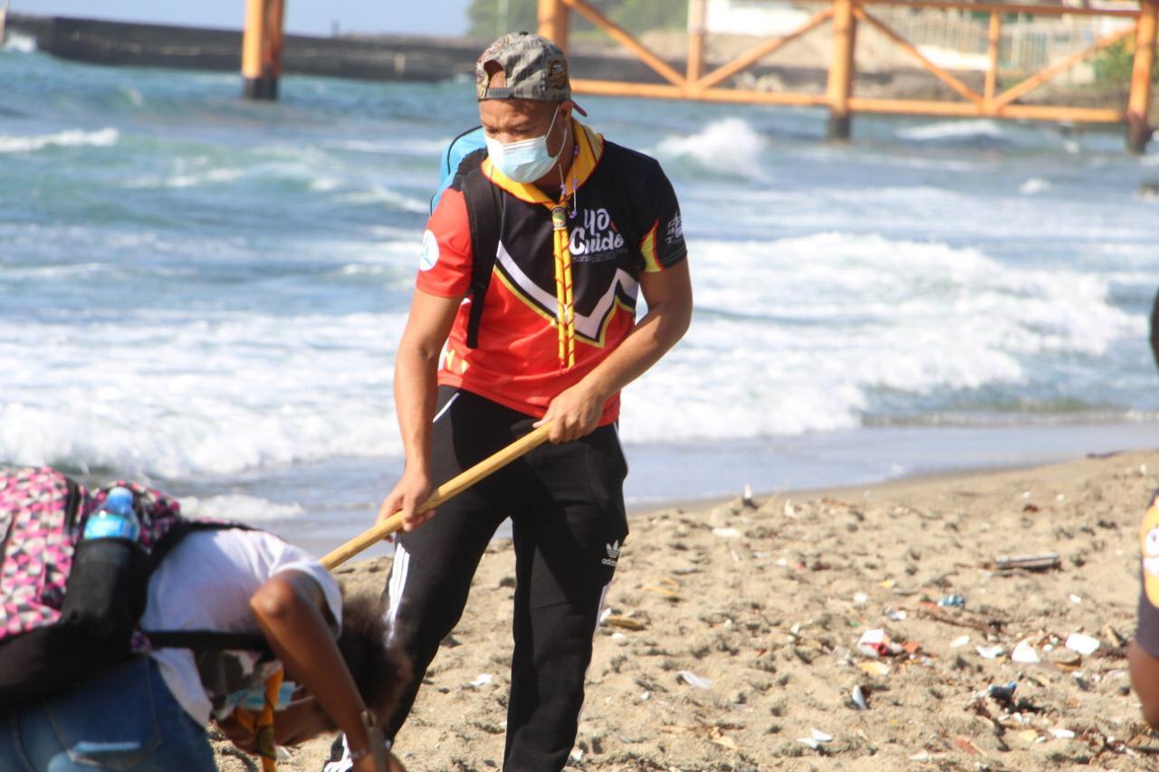 Alcaldia de Haina Realiza amplio operativo de limpieza en la Playa de Gringo.